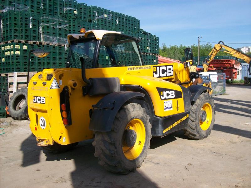 JCB531-70_24